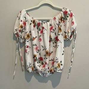 White Flower Design Crop Top - Like New Large